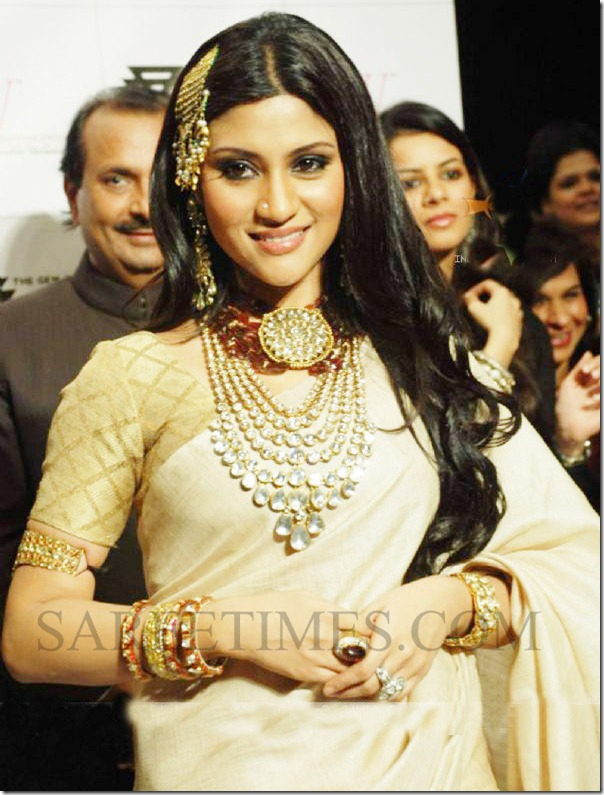94601-konkona-sen-on-the-ramp-at-amaraapali-show-at-the-india-in