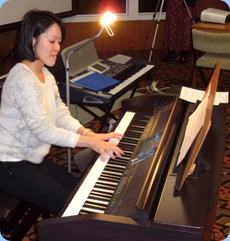 Honorary Member, Kuniko Nakatani (from Kyoto, Japan), playing the Clavinova. Kuniko is in NZ to improve her English. Kuniko is a music teacher back in Japan and her superb touch demonstrated her fine musicianship. Kuniko will be in Auckland until November 2013