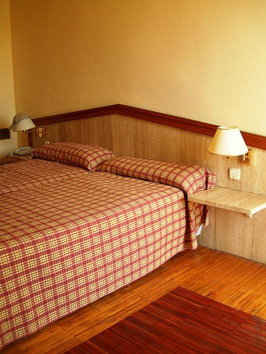 Hotel Terramarina (ex. Carabela Roc). La Pineda. Costa Dorada. Spain.  Номер очень просторный и уютный, тёплый.