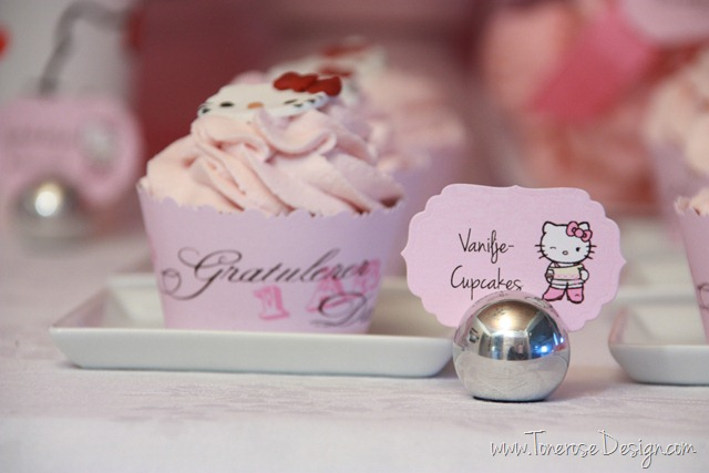 IMG_9312_rosa_kakebord_hello_kitty_dessertbord_bursdag