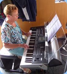 Diane Lyons playing the Korg Pa3X.