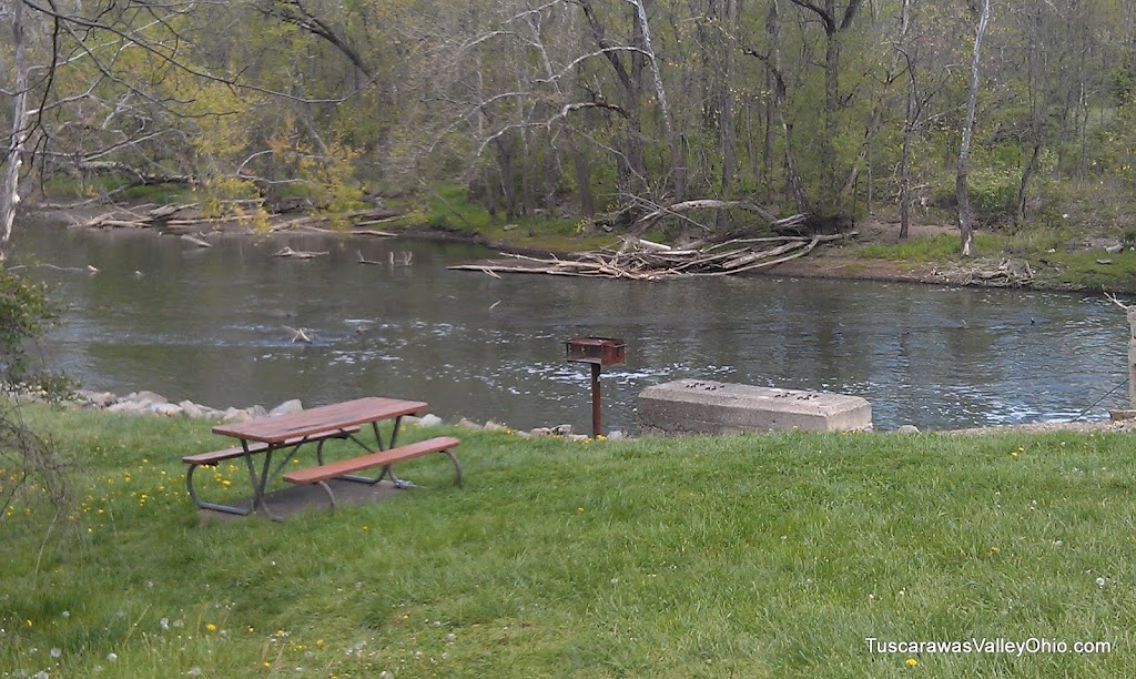 Picnic table and grill at Bolivar Dam.