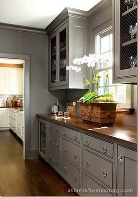 contrasting butlers pantry
