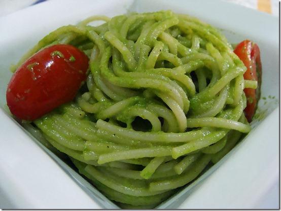 espaguete-ao-pesto-de-rucula-01