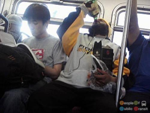 pessoas bizarras em metrô (25)