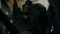 Game.of.Thrones.S02E04.HDTV.XviD-AFG.avi_snapshot_29.08_[2012.04.22_22.28.03]
