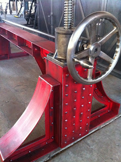 red crank table.JPG