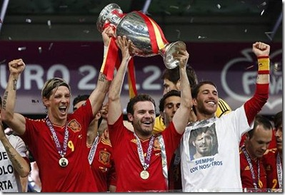 spain_euro2012_winners_torres_mata_2