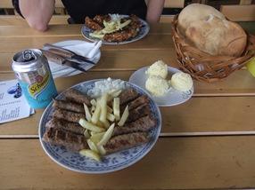 Ćevapi con Kajmak y mucho pan