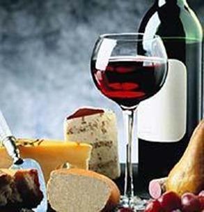 una_pareja_que_sintoniza_el_vino_y_el_queso1_medium