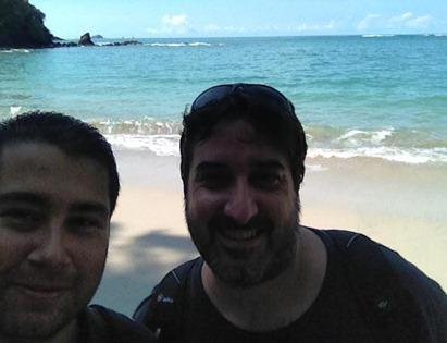JM y Fa en la playa