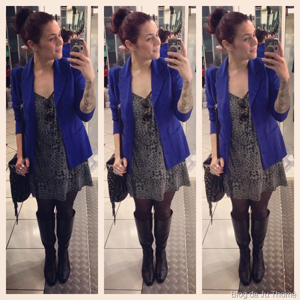 look vestido estampado renner, blazer azul, bolsa de franja e bota montaria zariff (1)
