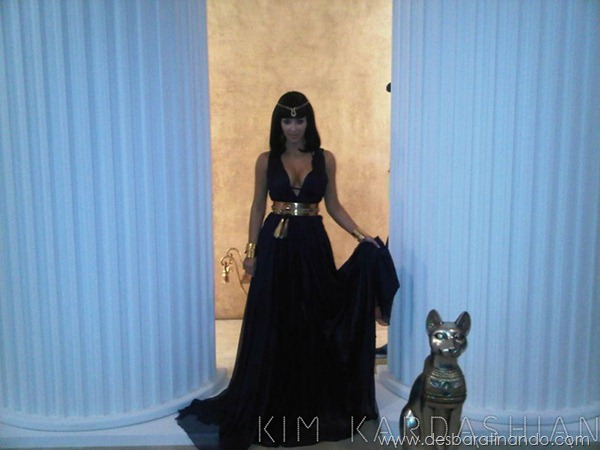 kim-kardashian-linda-sensual-sexy-sedutora-boob-peitos-decote-ass-bunda-gostosa-desbaratinando-sexta-proibida (168)