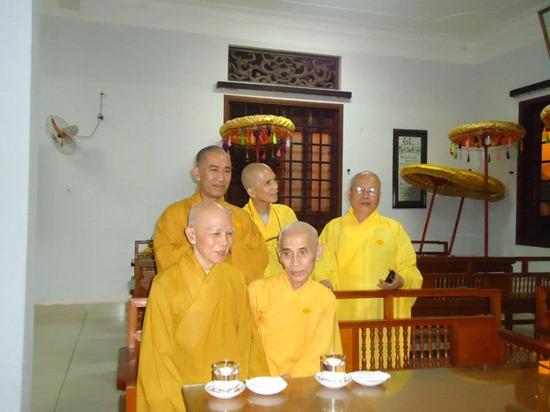 hoa-thuong-tue-sy-vieng-tang-le-hoa-thuong-thich-minh-chau (4)