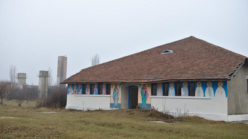 Manastirea post-militara.