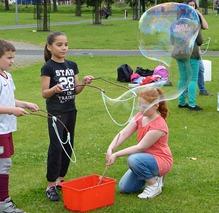 Надуваем мыльные пузыри