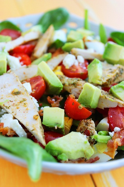 California Cobb Salad – Loaded with avocado, bacon, chicken and feta for a light & delish dinner! | thecomfortofcooking.com
