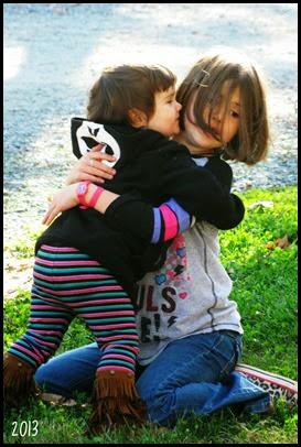 girls hug 2