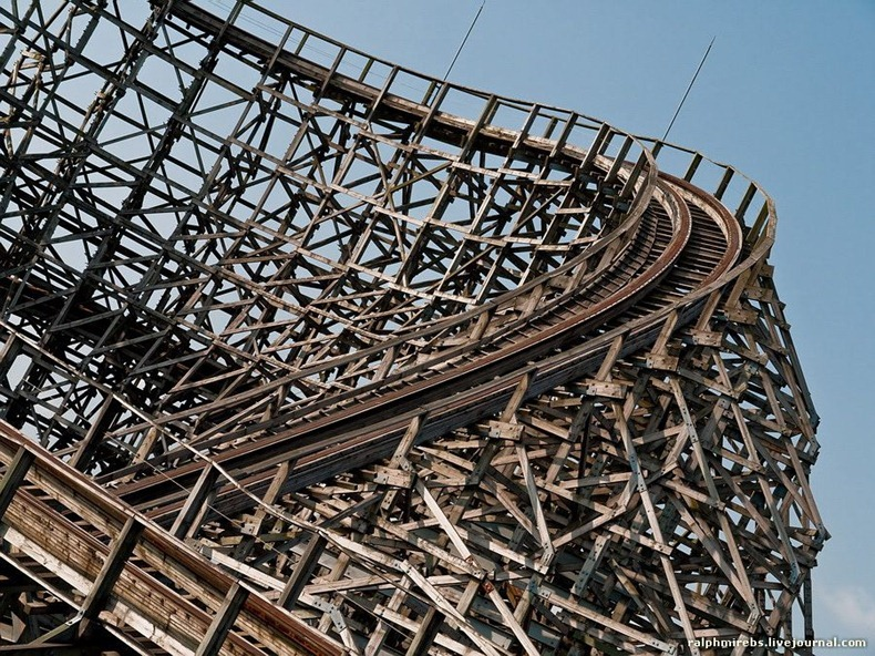 wooden-rollercoaster-2