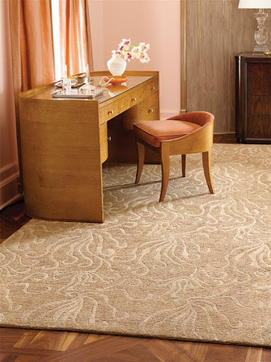 The pattern on this rug, especially against the corals of the room, has a nautical whimsy to it.