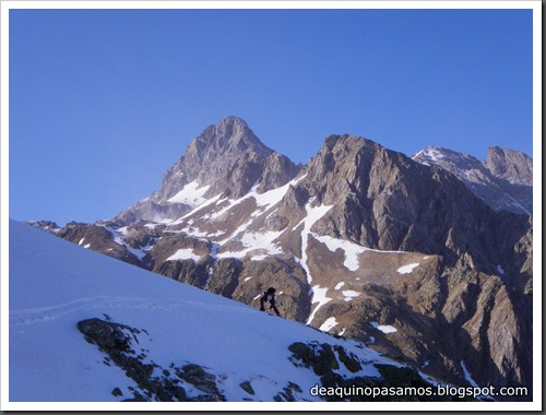 Intento al Corredor Francisco Granados 250m MD 90º IV  (Argualas 3046m, Pirineos) (Isra) 8446