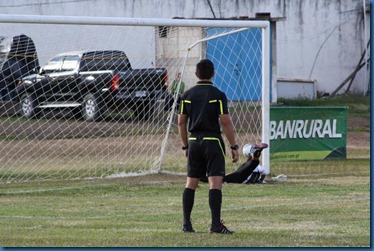 1ro. gol de unifut no pudo evitarlo lemus. (1)