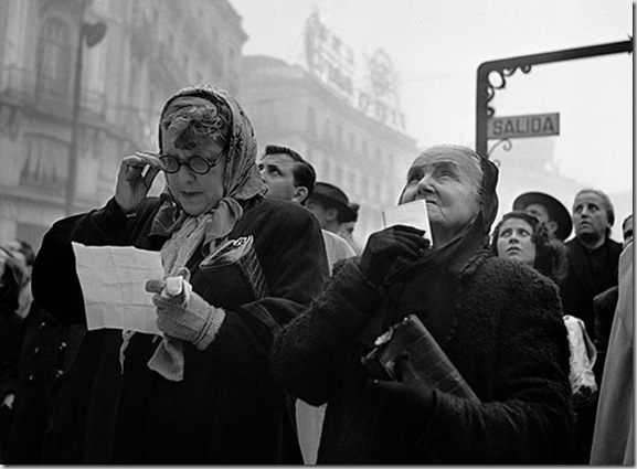 Catala-Roca-Esperando-el-Gordo.-Puerta-del-Sol-Madrid-1952