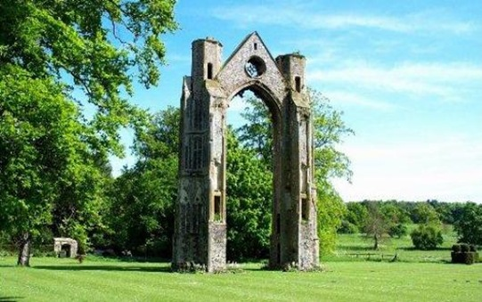 Walsingham_Abbey_Grounds