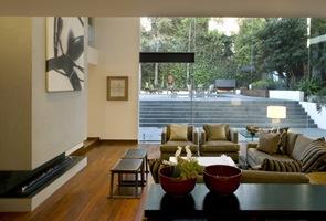 Decoración de interiores salon con chimenea