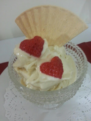 Copa helada de pera y plátano con frutos rojos en Thermomix®