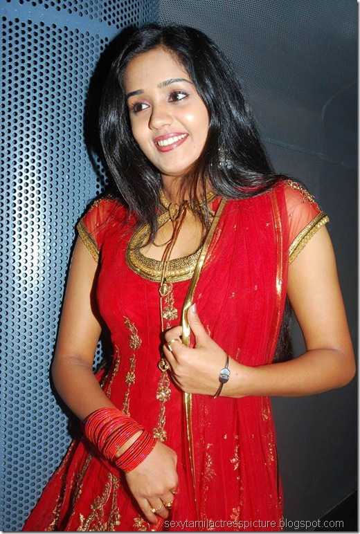 cute-ananya-stills-in-chudi