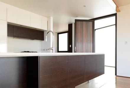 cocina-muebles-de-madera-departamento