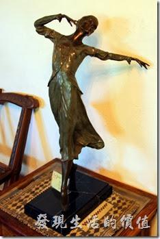花蓮-理想大地渡假村。接待大廳內的銅像。