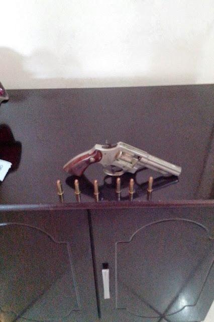 PM apreende arma de fogo em casa de menor em Pitangui