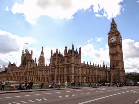 4. Big Ben si Palatul Parlamentului (1).JPG