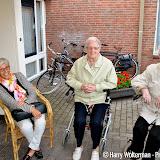 Tweede dag Avondvierdaagse bewoners Clockstede Nieuwe Pekela - Foto's Harry Wolterman