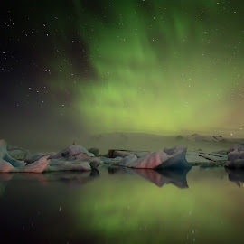 Northern lights over Jökulsárlón by Magnús Möller - Landscapes Weather ( iceland, ice, aurora borealis, northern lights, glacier national park )