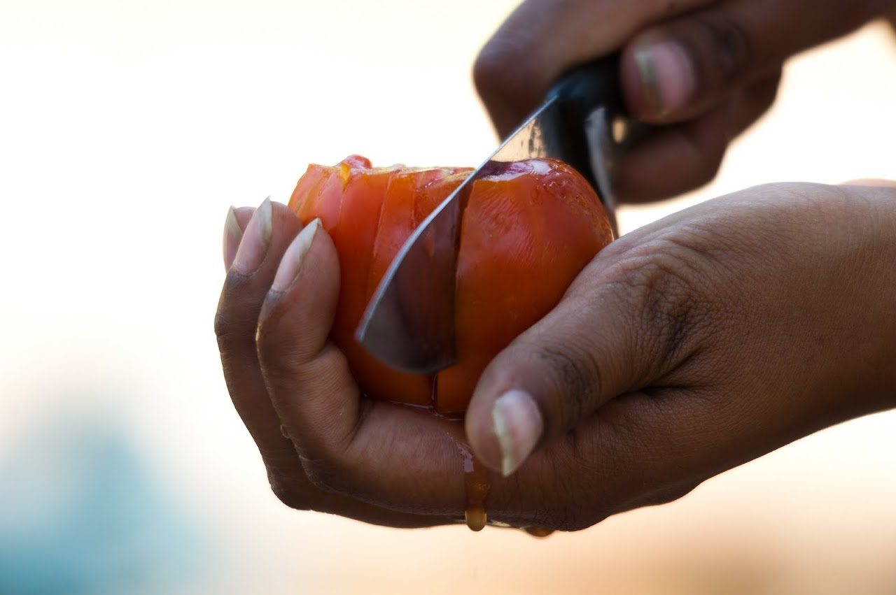 Cutting tomatoes the Zambian way