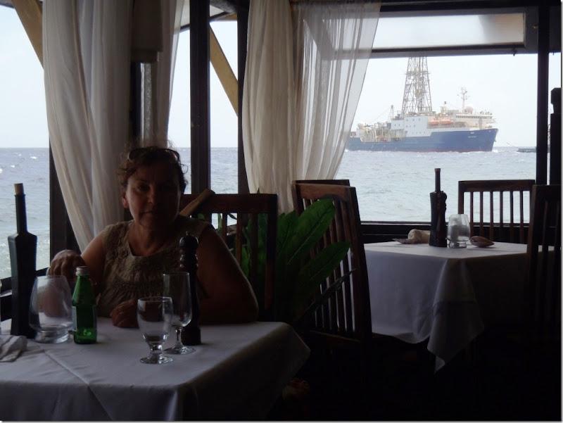 027n im restaurant
