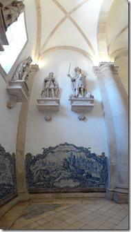 L'antichambre avec ses azulejos et ses statues de rois