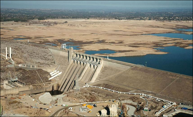 Aerial view of Northern California's Folsom Lake on 16 January 2014. The reservoir, 25 miles northeast of Sacramento, shrunk from 97 percent capacity in 2011, to just 17 percent capacity in January 2014, according to a news release from the California Department of Water Resources (DWR). Photo: DWR
