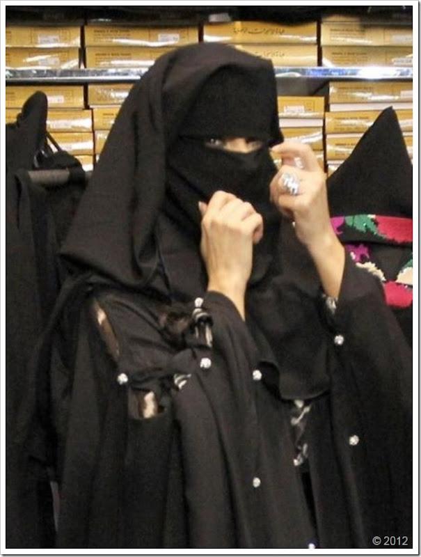 Kim Kardishan Wearing Abaya In Dubai8