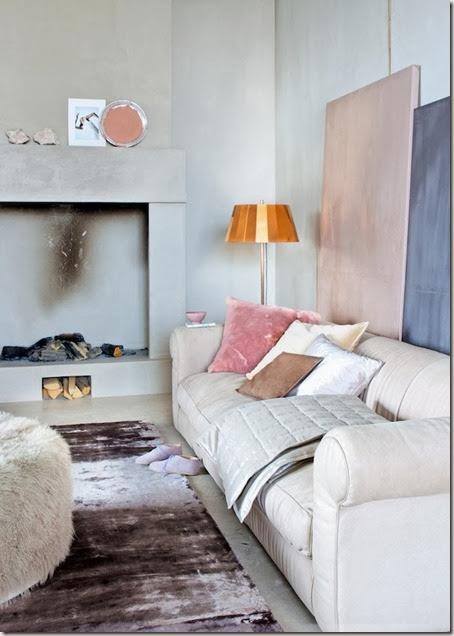 woonkamer-open-haard-koper-bank-kussens-roze