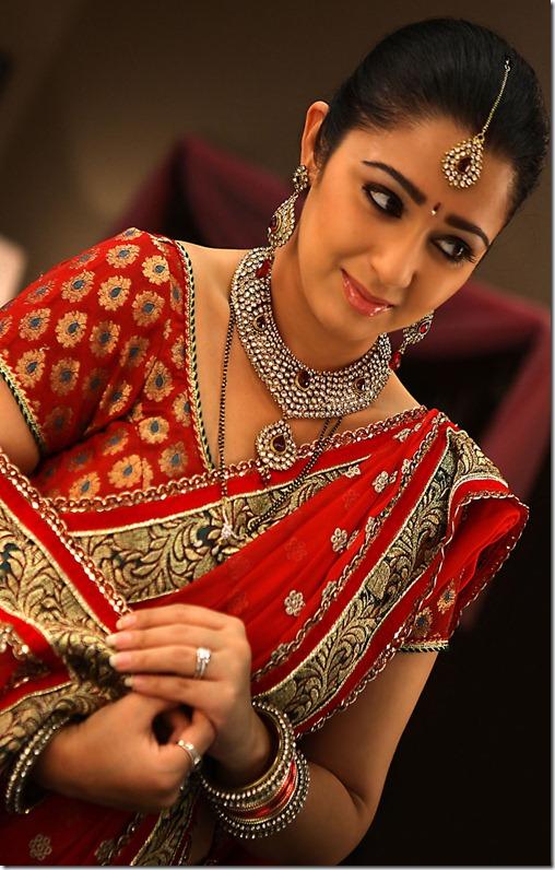 actress_charmi_cute_in_saree_pics