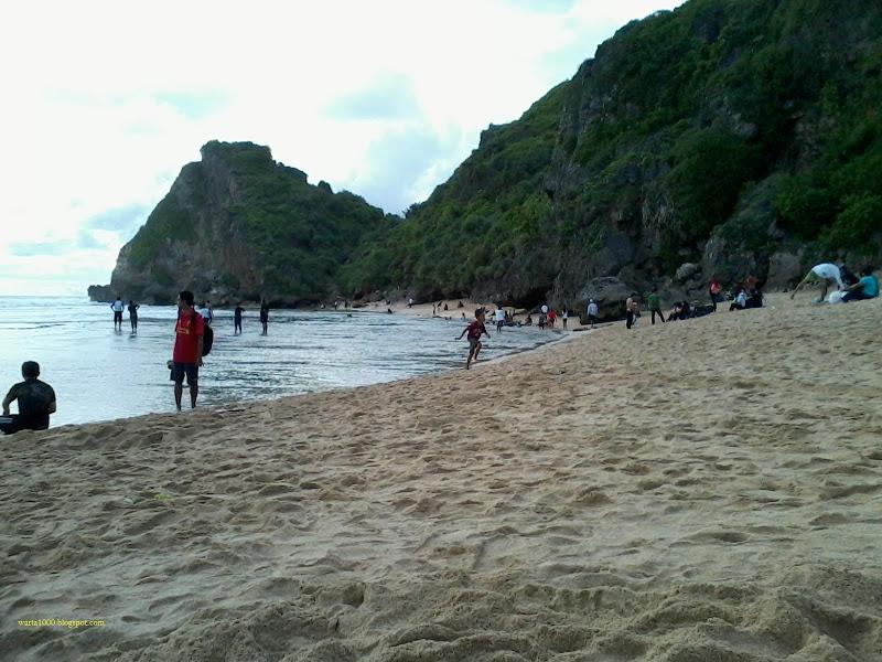 pasir-putih-pantai-nguyahan