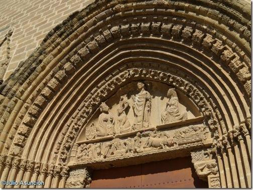 Portada de la iglesia de San Saturnino - Artajona - Navarra
