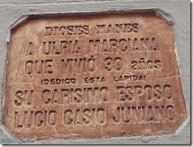 Traducción de la lápida romana de la Calle Corredera