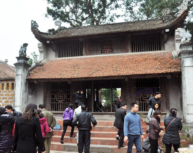 Những ngày đầu năm luôn có đông du khách đến viếng chùa