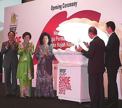 INTERNATIONAL SHOE FESTIVAL 2012 QUEEN OF MALAYSIA JIMMY CHOO COUTURE SHOE DESIGNER KUALA LUMPUR ASIA SHOE CITY Tourism Minister