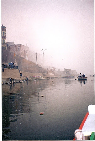 Varanasi: Puja on the Ganges